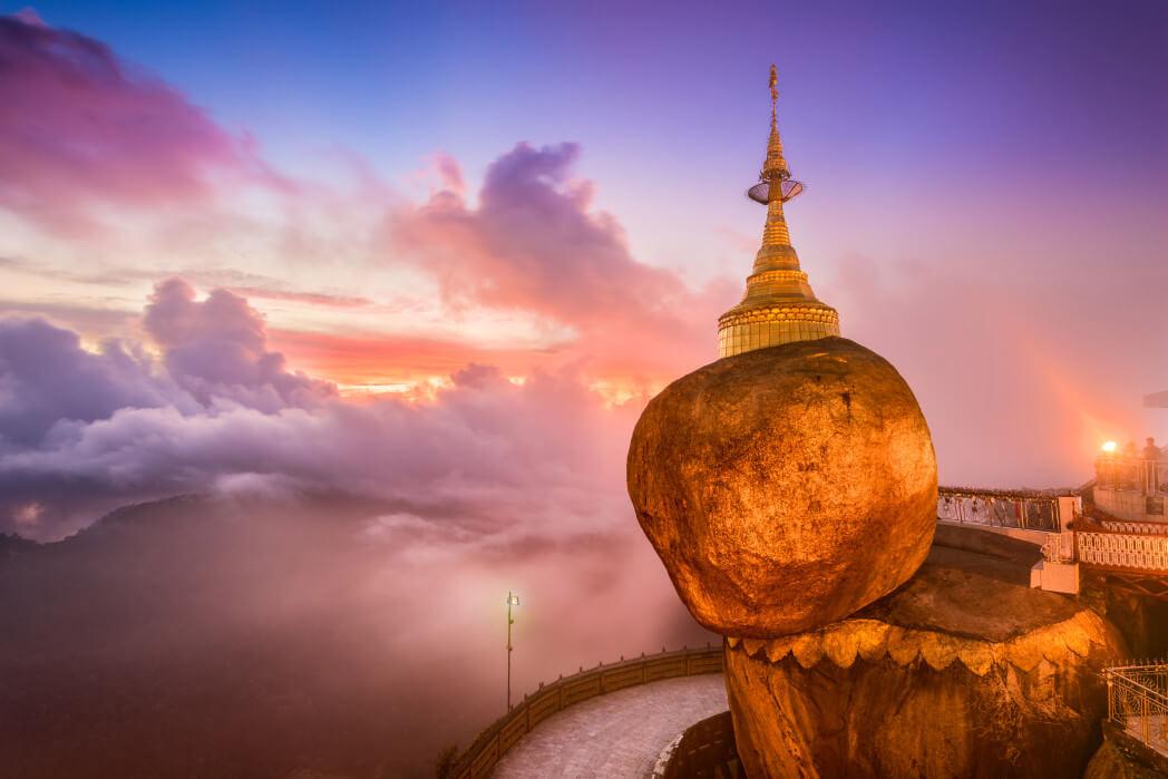 Удивительная пагода на камне
