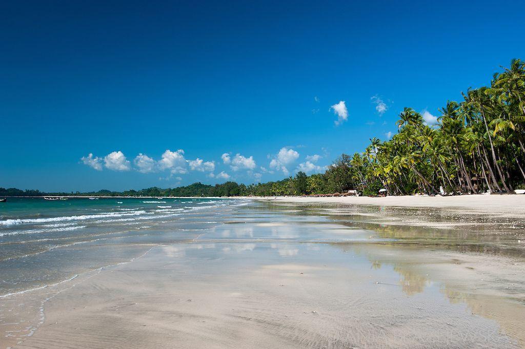 Красивый пляж Нгапали