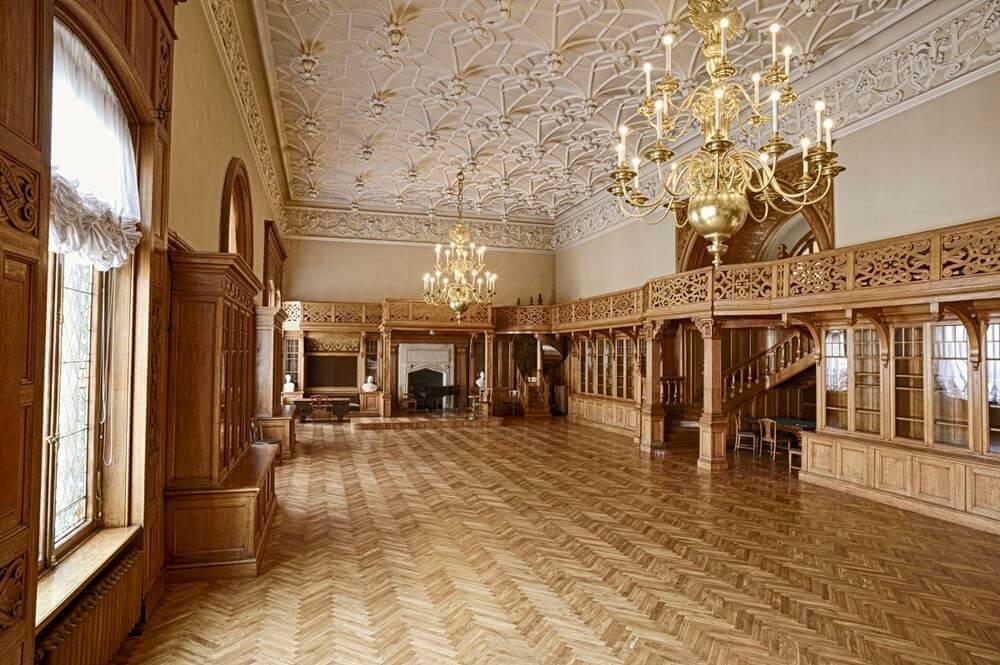 Внутри дворца Белосельских-Белозерских