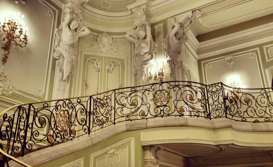 Лестница во дворце Белосельских-Белозерских