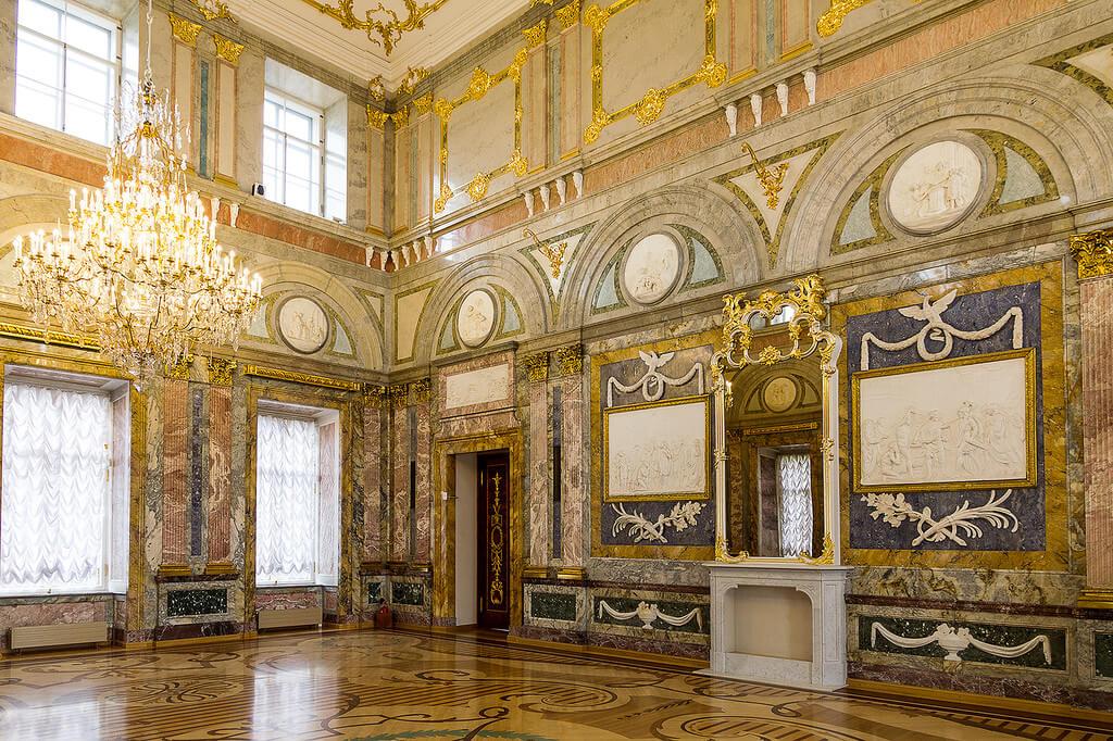 Внутри Мраморного дворца