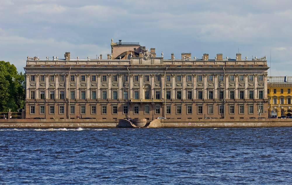 Вид на Мраморный дворец
