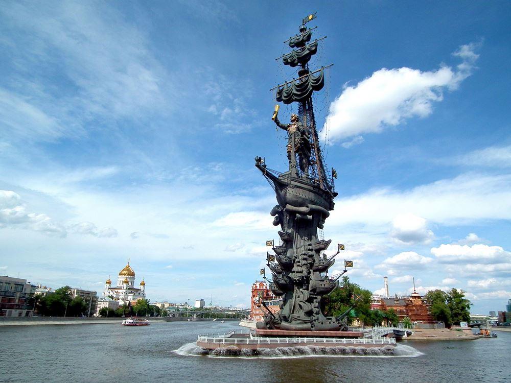 Памятник Петру в Москве
