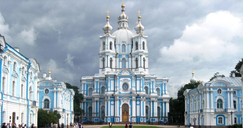 Вид на Смольный собор