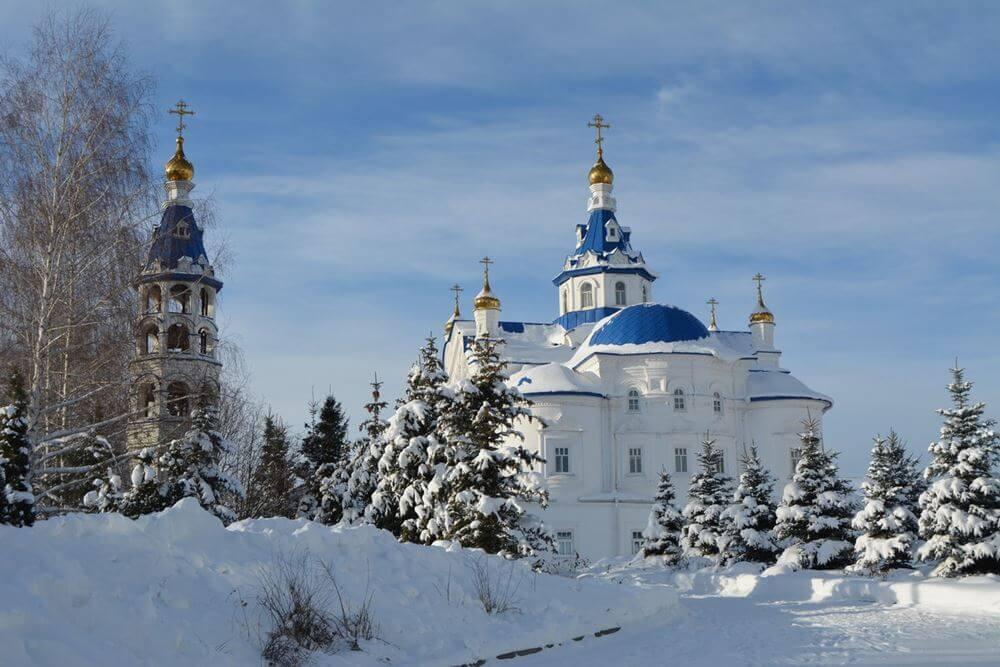 Зилантов монастырь зимой