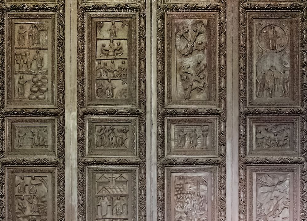 Старинные двери Рима